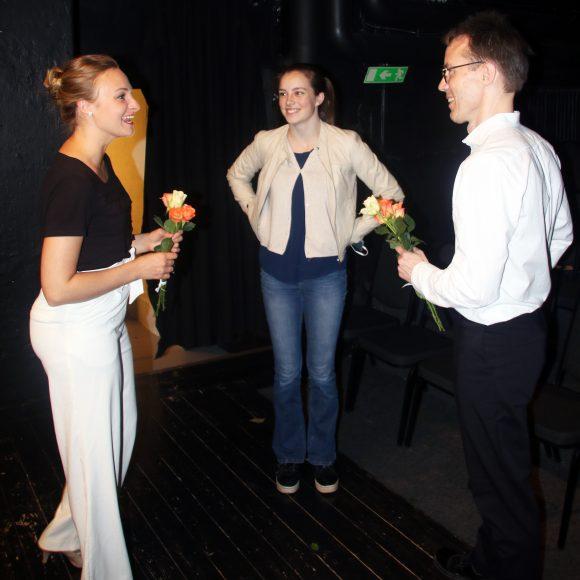 Teater Människor kommer och människor går,Fanny Forsdik